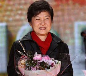 """第103期 孤儿总统朴槿惠:嫁给国家的""""三无女人"""""""