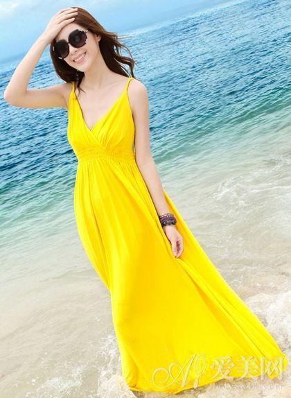 仙路春-整款连衣裙最大的亮点是褶皱深V设计特别性感有魅力的裙长大概...