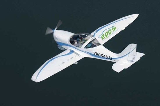 欧飞航空(Evektor-Aerotechnik)设计制造的SportStar EPOS两座全电力飞机于日前成功完成其为时30分钟的首航