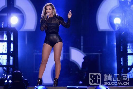 碧昂丝高唱起激励女性的歌曲