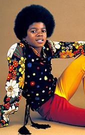 印花衬衫配时尚喇叭裤