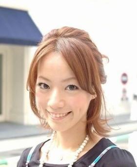 日本可爱女生新潮发型随街拍(组图)(2)