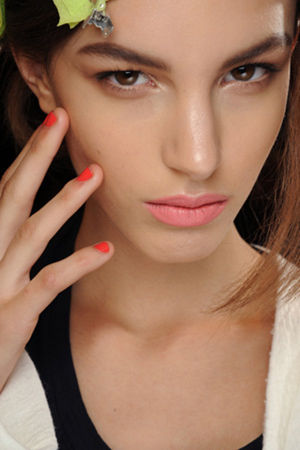 女人护肤需要关注的细节有哪些?护肤死角要注意这些