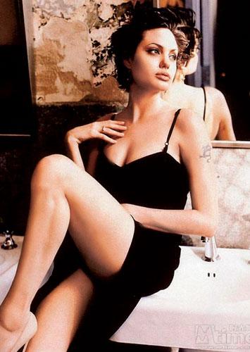 安吉丽娜-朱莉的修长美腿