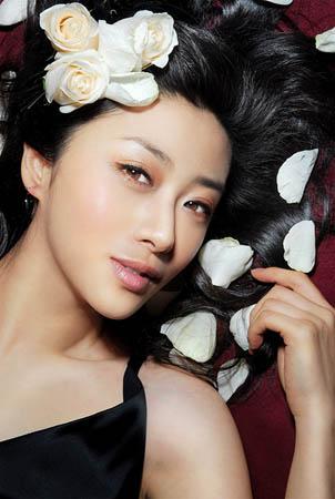 刘思彤魅惑春妆 演绎性感女郎LOOK(组图) 企业服务