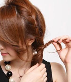 用橡胶固定头发