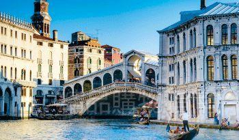 威尼斯有着古典而浪漫的城市风情。