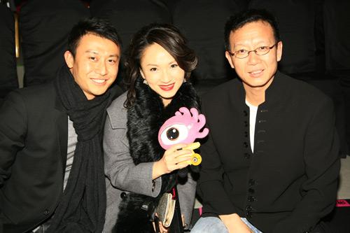 潮东与其他北京电视台主持人一同现身-高潮东现身NOTTING HILL时