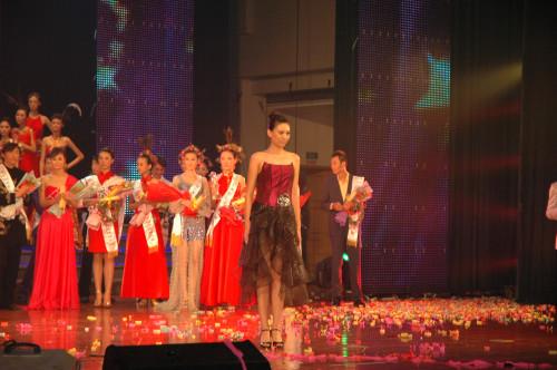 2009新丝路河南模特大赛总决赛亚军 企业服务