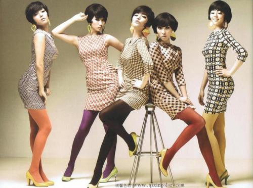 彩色的袜子是你为类似颜色款式的衣服添加不同表情的密码