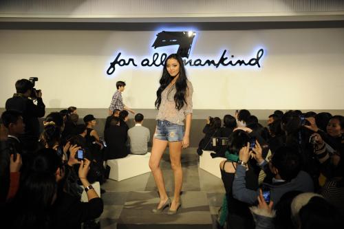 展示洋溢着波西米亚气息的7 for all mankind 2010年春夏系列