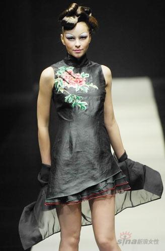 唯一很欣赏的的中国服装设计师--梁子; 组图:天意设计师梁子时装发布图片