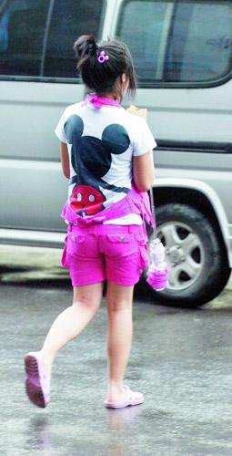 装嫩是街头常见的恶俗
