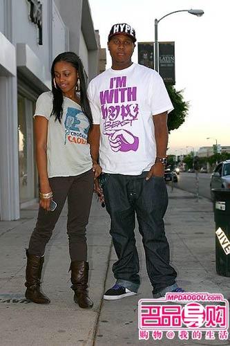 街头风味比较浓重的一对黑人情侣