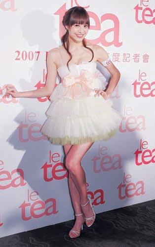 可爱的超短迷你裙和充满公主风的腰间蝴蝶结