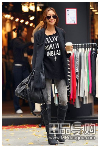 黑色长款西装外套打造干练女性气质