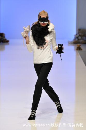 黑色的毛领子是既保暖又时尚