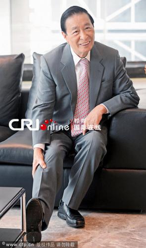 帅哥:香港看美女和男明星都穿鞋胸大全的富翁视频组图图片