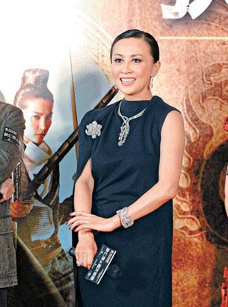 刘嘉玲佩戴由英皇珠宝赞助的1,500万钻饰到场