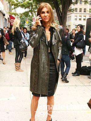 服饰潮流 > 正文    蛇皮花纹的皮衣十分帅气,软软的质地配上高贵的蛇