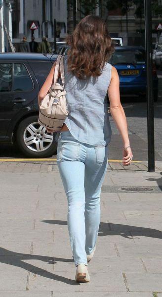 淡蓝色skinny牛仔裤
