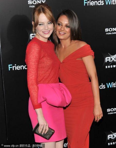 新生代好莱坞女星示范红色裙子搭配(图1)