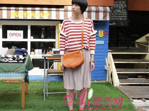 毛衣类型:带点设计感的宽版短打毛衣
