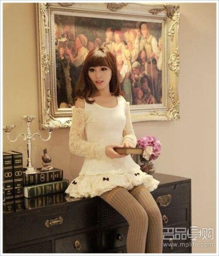 蕾丝袖纯白长衫搭配蕾丝蛋糕短裙公主气息十足