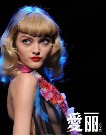 组图:时尚新态度 n条理由让女人解放胸部