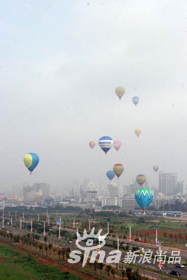 海口的天空中飞翔的热气球
