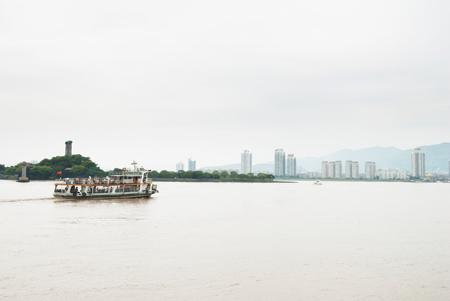 温州瓯江对面的新城区也是高楼林立图片