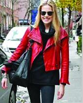 从09年开始,彩色皮衣开始受到许多时尚人士的喜爱