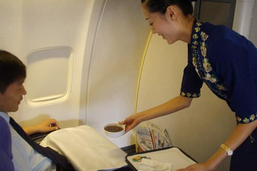 海航空姐热情服务