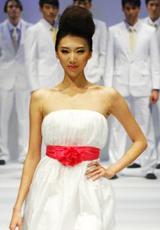 简约素白小礼服