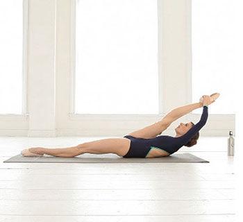 四个简单芭蕾动作 让你瘦得很性感