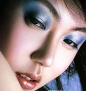 妙用卸妆乳挽救熊猫眼