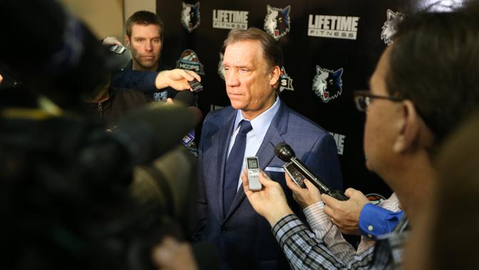森林狼召开新闻发布会,球队宣布总裁菲利普-桑德斯将担任球队主教练.图片