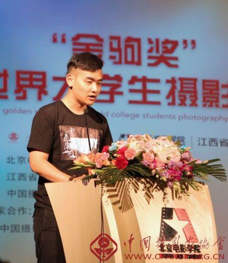 大学生代表夏凡发言 吴承欢摄