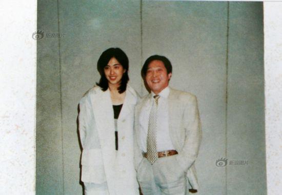 原图说:台湾影、视、歌三栖巨星王祖贤小姐与大师是朋友,在生活和婚姻上,都得到过大师兄长般的关怀和启示。