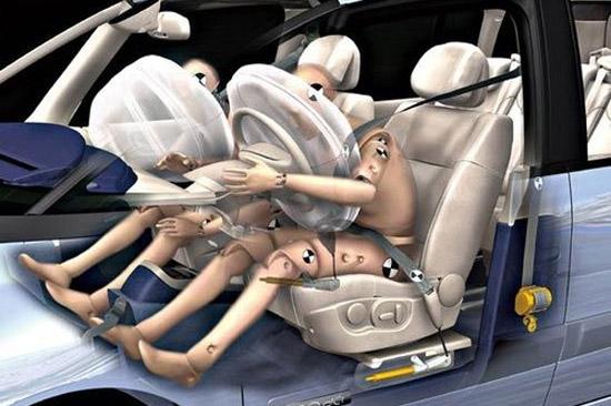 """SRS气囊的实际意义并非是人们常说的""""安全气囊"""",它实际上只是配合安全带使用的辅助配置而已。"""