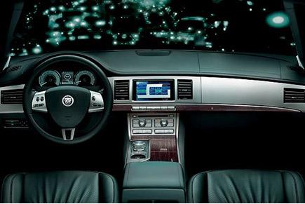 捷豹XF车款的内饰设计突破传统风格