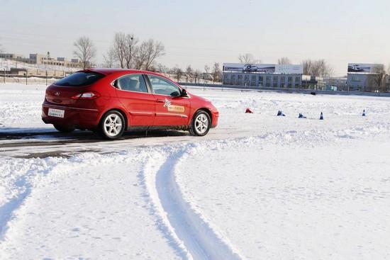 奇瑞A3 2010款做紧急避险试验