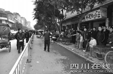聂多尧驾车肇事的现场 (图片来源:华西都市报)