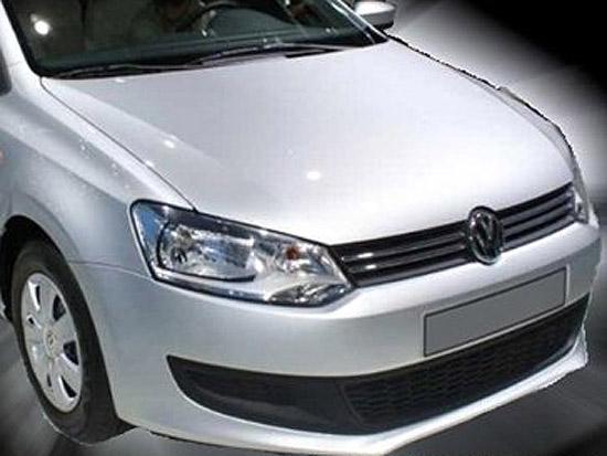 国产版低配车型的大灯造型采用与印度版新Polo一致的简化版组合灯,并且取消了前雾灯配置