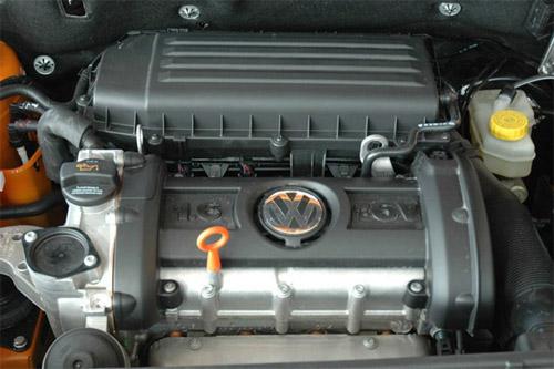 图为国产Polo所搭载的1.6升发动机