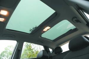 ix35的全景天窗让人心中感觉十分敞亮