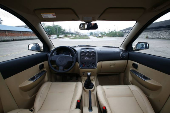 上汽通用五菱首款紧凑商务车五菱宏光亮相高清图片