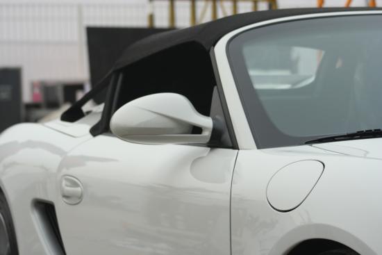 保时捷Boxster Spyder超低的侧窗和骨感的外后视镜