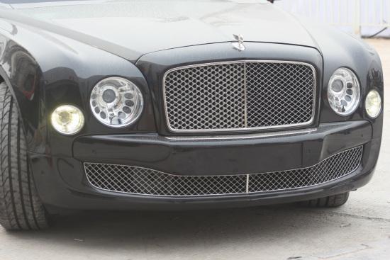 宾利Mulsanne独特的车头造型