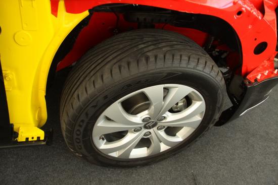C5采用固特异的Eagle F1轮胎